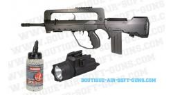 Promo Pack Famas F1 équipé avec viseur, lampe et billes airsoft