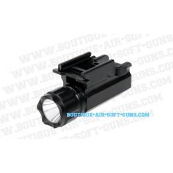Lampe tactique pour pistolet Delta tactics Flashlight 220 lumens