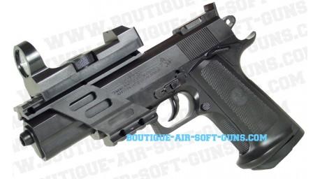 Colt Combat Commander - équipé
